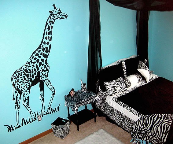 jungle bedroom with giraffe zebra stickers decor by